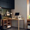 Mesa y bandeja de la colección RÅVAROR de IKEA.