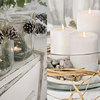 Mezcla de tarros, piñas, piedras y velas