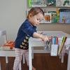 niña pintando