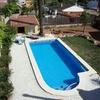 Nueva construcción de casa con piscina.