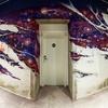 pasillo con grafittis