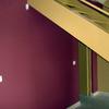 Pintura esmalte en escalera y pintura plástica en tono oscuro