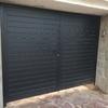 puerta abatible aluminio con lamas machambradas