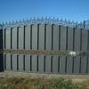 Puerta rampa y muro de contención en parcela