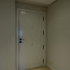 Cambiar puertas interiores de madera maciza a puertas de madera maciza lacadas premium + 60 metros lineales de rodapie de 11 cm