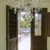 Puertas de madera y ventanas de aluminio