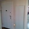 radiador decorativo y puerta acorazada