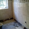 Alicatar y construir tabique en baño