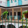 Reforma de patio, losar y levantar trastero pequeño de 2x3,5 metros con techo de tejas