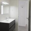 Colocar puerta interior (la del baño) y la manivela