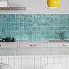 detalle de una cocina con baldosas azules