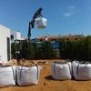 relleno de tierra con sustrato para plantación