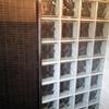 Remate de perfil inox en pared pavés