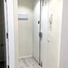 Restauración e incorporación de cerradura de seguridad en puerta de acceso