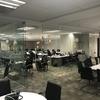sala de juntas que se puede dividir para usarla como 2 salas independientes