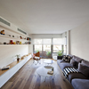 salón blanco y de madera