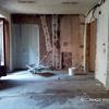 Salón-comedor tras la demolición y nivelado del suelo