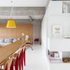 salón con panelado de madera