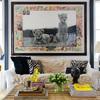 Salón neoyorquino con cuadro leopardos
