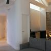 Salón y muro recuperado