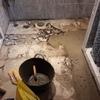 Suelo baño inodoro y lavamanos