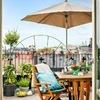 terraza con cojines en verde agua marina