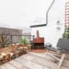 Lijado y barnizado de suelo de madera exterior