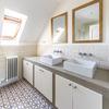 Tiana House - Baño con ventana