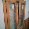 Quitar ventanas de madera y ponerlas de aluminio.