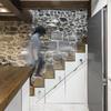 Escaleira e varanda de vidro