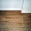 Falso zócalo lacado y moldura de madera