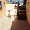 Zona de acceso terminada con nueva solería y nueva escalera metálica de un tramo. Pintura nueva
