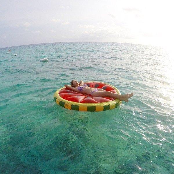 Colchonetas y juegos acu ticos para divertirte en la - Red voley piscina ...