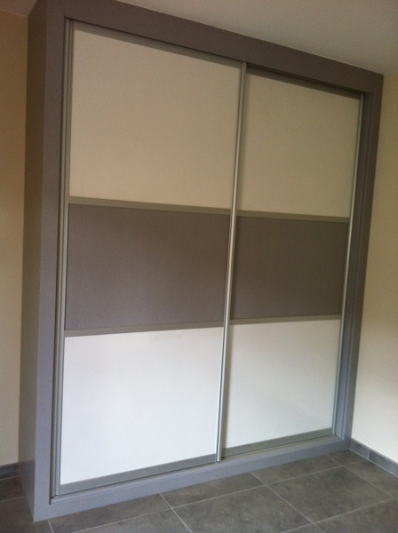 Puertas correderas externas puertas correderas una - Sistemas de puertas correderas para armarios ...