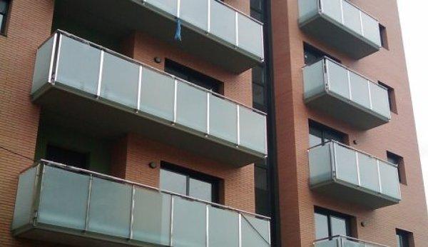 Arreglar barandilla de balcon habitissimo - Tapar barandilla balcon ...