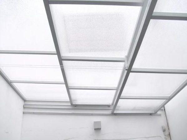 No s como cerrar el patio habitissimo for Laminas para techos interiores