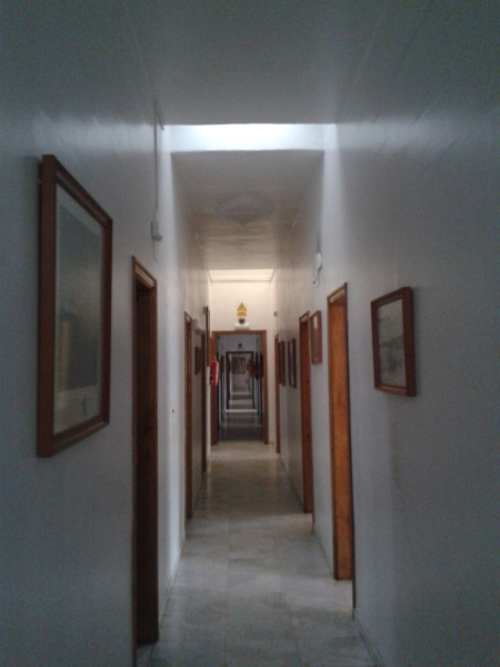 Ayuda para acortar visualmente un pasillo habitissimo - Pasillos con zocalo ...