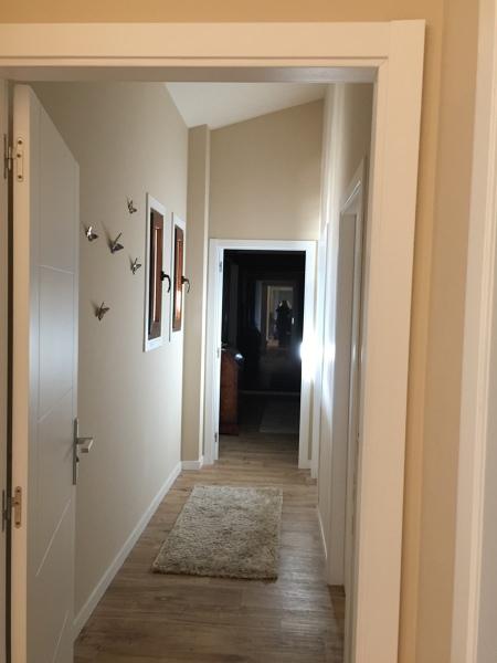 De qu color debo poner el suelo y las puertas habitissimo for Suelo gris y puertas blancas