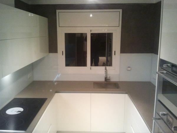 Cocinas alargadas stunning ambientes de la casa with for Amueblar cocina alargada