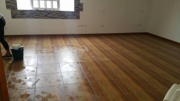 C mo limpiar un piso de gres r stico manchado por la - Como limpiar suelo porcelanico ...