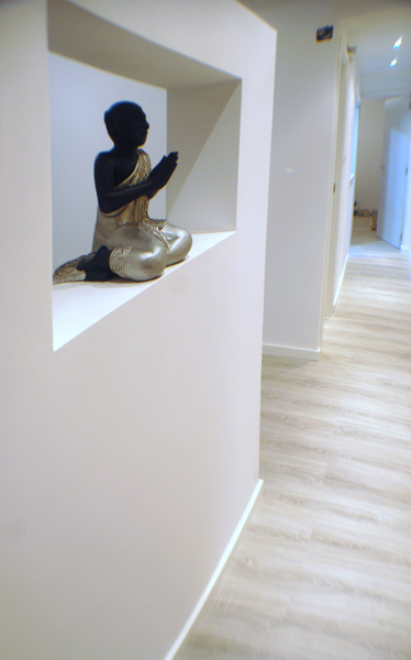 Consejos de decoraci n suelos a juego con el resto de la - Suelo oscuro puertas blancas ...