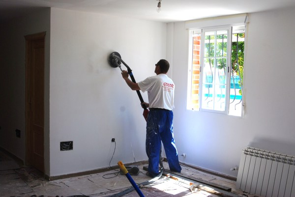 Cu nto cuesta alisar paredes habitissimo - Como quitar el gotele de la pared ...