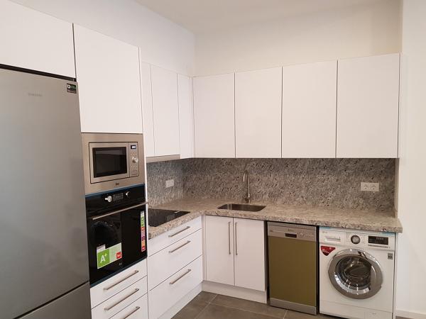 Cu nto cuesta una cocina blanca mate de 6 metros en - Cuanto cuesta renovar una cocina ...