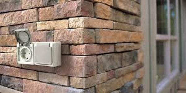 Se puede instalar un enchufe en exteriores habitissimo for Enchufes para exterior