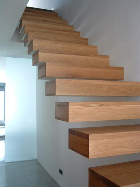 Foto ejemplo escalera muro hormig n de arquitecto - Escaleras voladas de madera ...