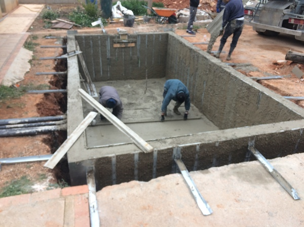 Precios de piscinas de hormigon finest gunitadoras via de for Como construir una piscina en chile