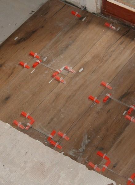 C mo reparar la instalaci n de suelo porcelanico hecha - Como poner suelo porcelanico ...