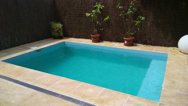 Cu l es el color del gresite de esta piscina habitissimo - Que es el gresite ...
