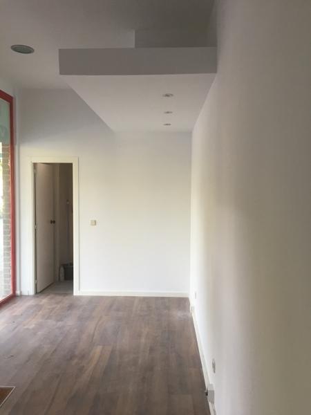 Cuanto cuesta pintar un piso de 90 metros cuadrados eliminar gotel alisar pared manos de - Cuanto cuesta pintar un piso de 70 metros ...
