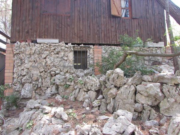 Revestir casa de madera con piedra habitissimo - Donde se puede poner una casa de madera ...